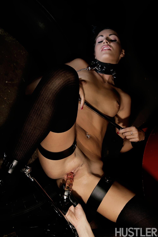 Секс на улице рабыни 6 фотография